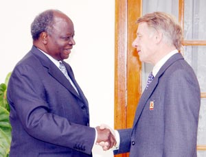 Sir Edward says goodbye to Mwai Kibaki on his retirement